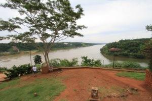 Iguazu Nehrinin Breziya-Arjantin ve Paraguay arasında sınır yaptığı yer