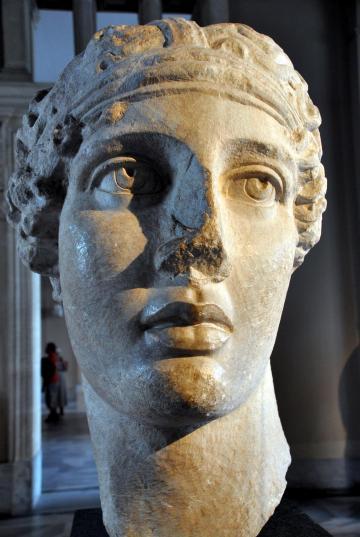 sappho heykeli-İstanbul Arkeoloji Müzesi