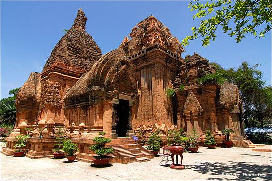 http://vovworld.vn/en-US/Discovery-Vietnam/My-Son-Sanctuary-an-attractive-destination/250023.vov